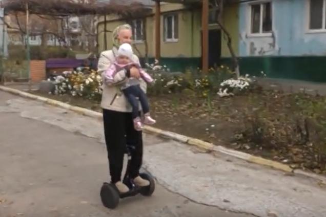 Украинская бабушка на гироскутере стала звездой сети. Видео