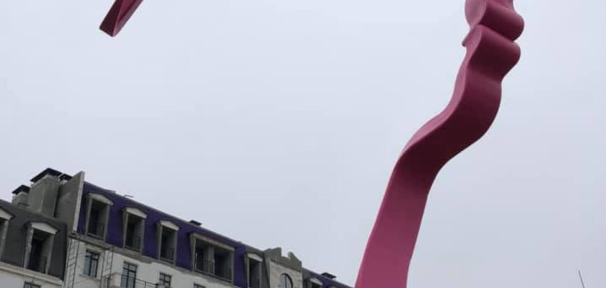 Под Одессой установили гигантский арт-объект 'Дочь'. Фото и видео
