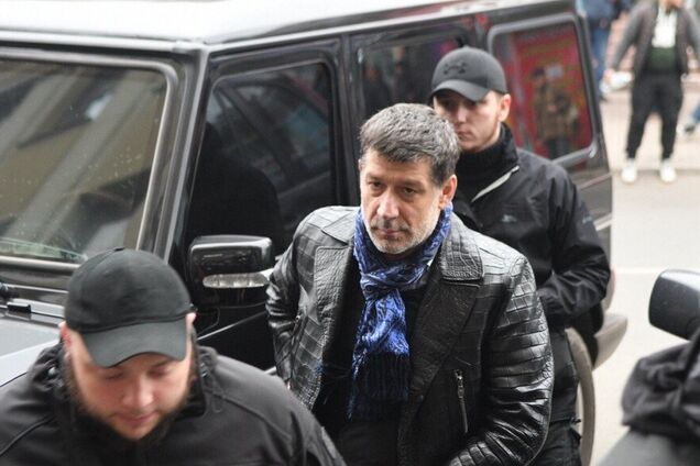 Игорь Халаменда возле Mercedes на месте конфликта