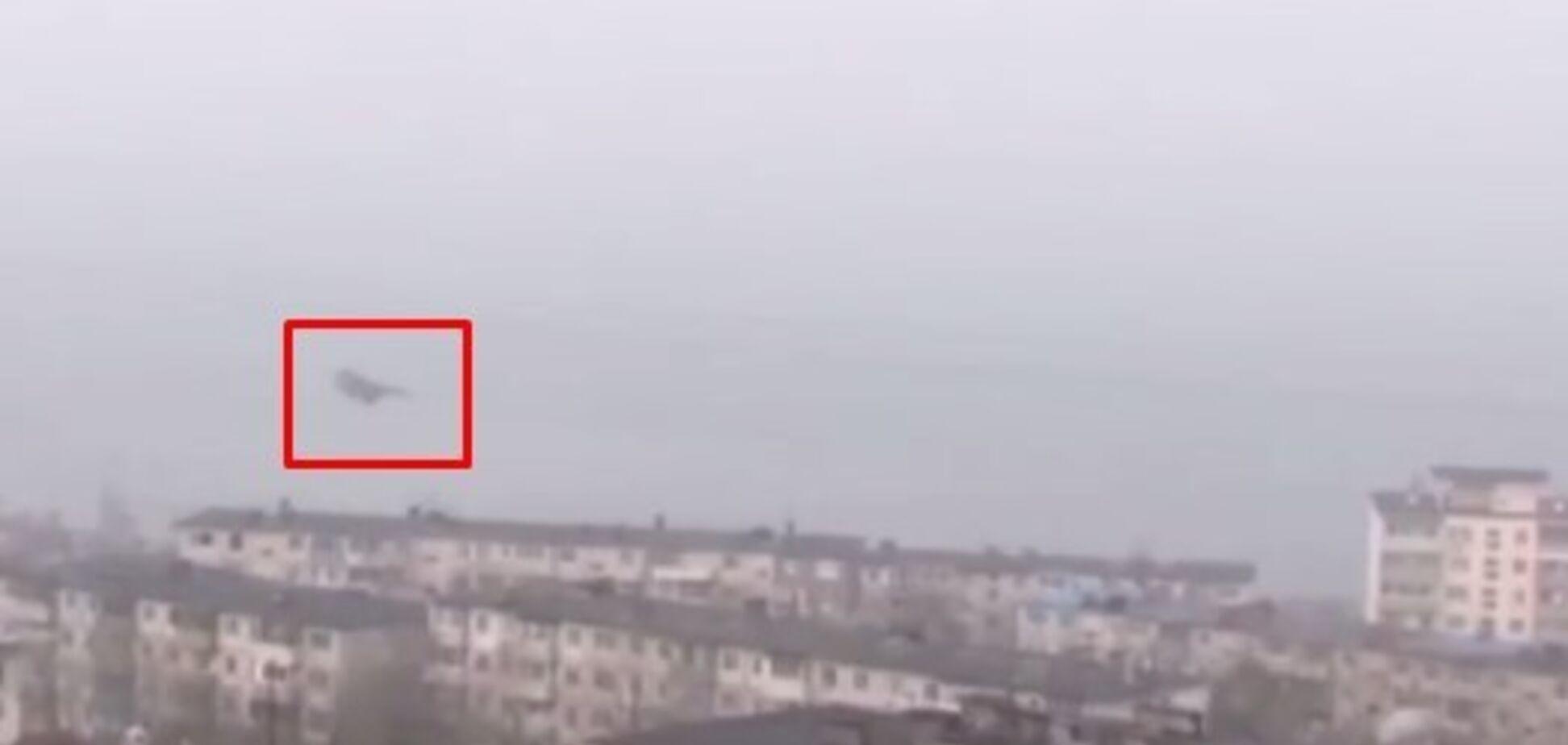 Винищувач над житловими будинками у Владивостоці