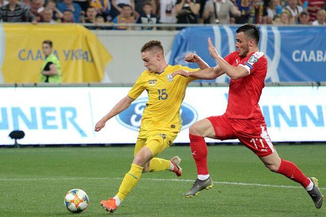У першому матчі з Сербією (5: 0) Віктор Циганков (ліворуч) забив два м'ячі
