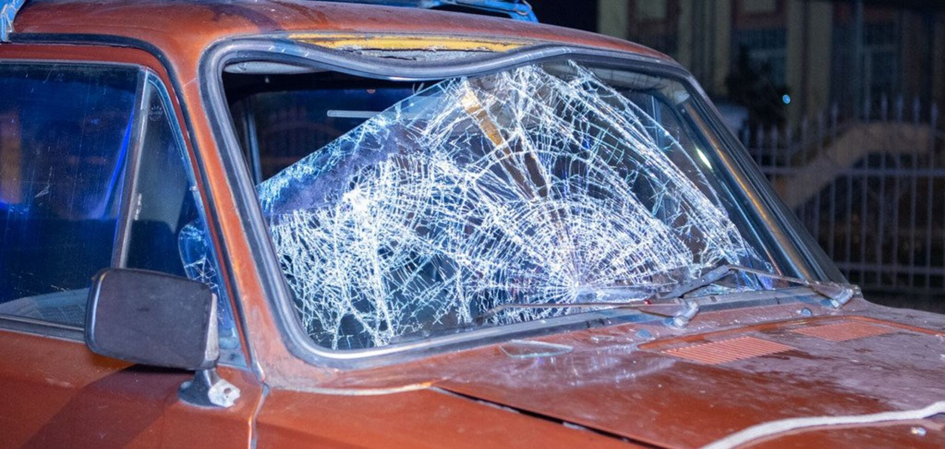 Пробил стекло и залетел в салон: в Днепре пешеход чудом выжил в серьезном ДТП