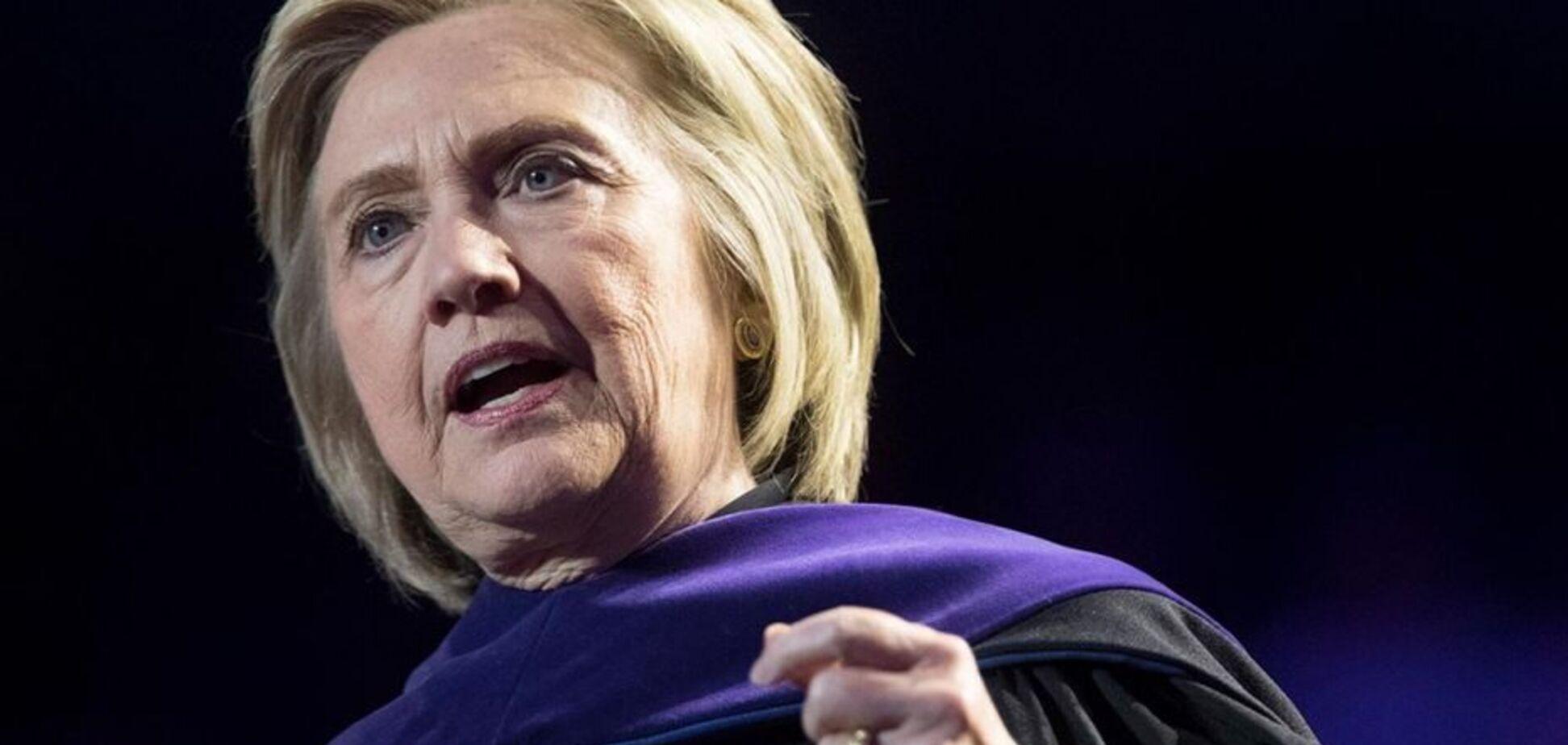 Почав розвалюватися: із літаком Гілларі Клінтон трапилася НП в небі