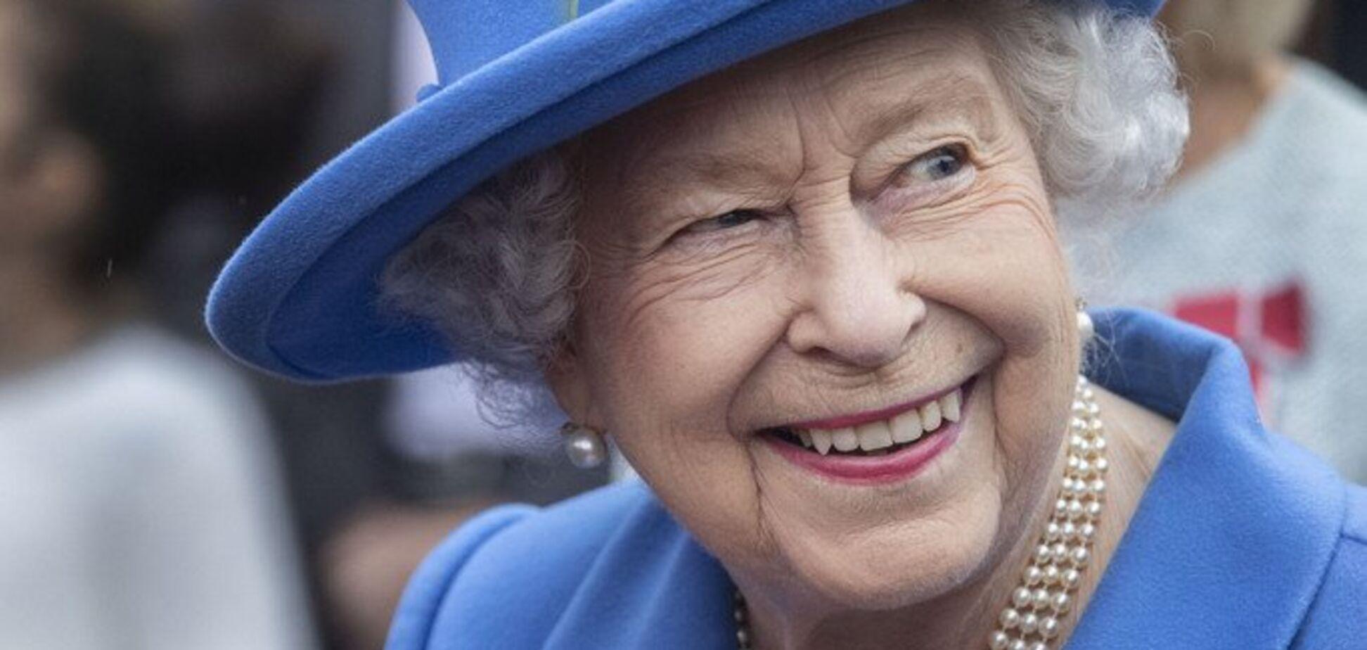 'Упала на пятую точку': стало известно о смешном конфузе с королевой Елизаветой