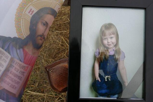 В Крыму похоронили пятилетнюю Дашу Пилипенко, которую убил отчим