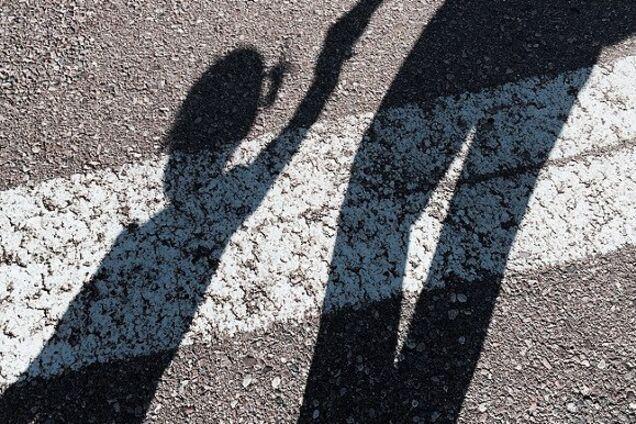 На пешеходном переходе джип сбил двоих детей
