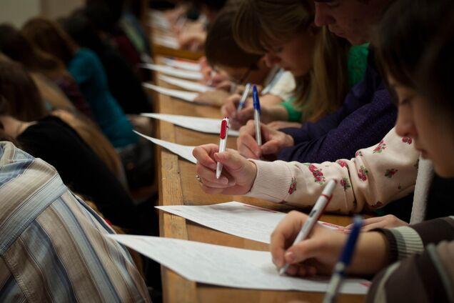 Національний радіодиктант писали за новим українським правописом
