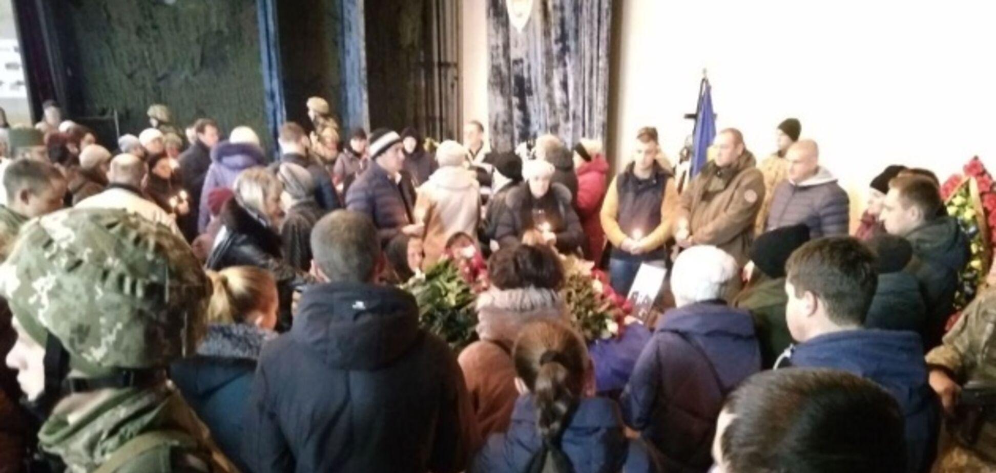 В Украине простились с погибшими в Балаклее саперами. Фото