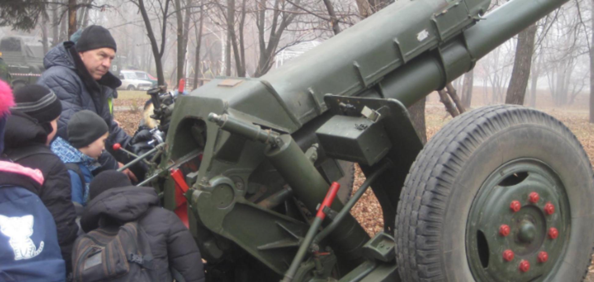 'Минские? Не слышали!' В 'ЛНР' стянули артиллерию: фотофакт