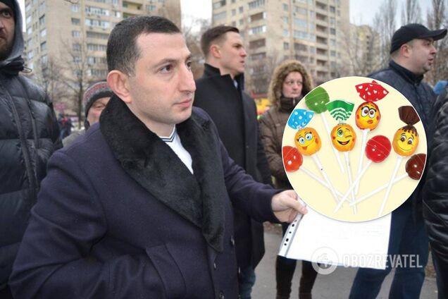 Конфеты по паспорту: в Киеве депутат попался на 'подкупе' родителей школьников