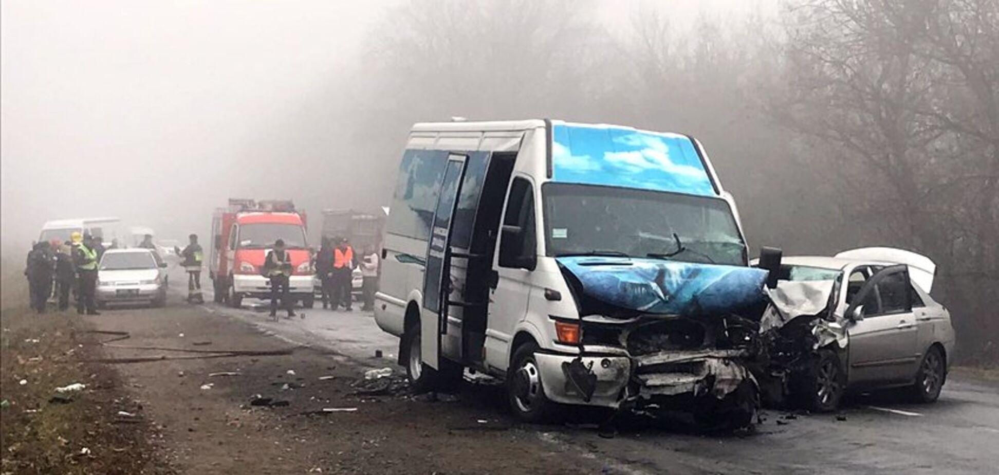 На Хмельнитчине микроавтобус попал в страшное ДТП: двое погибших