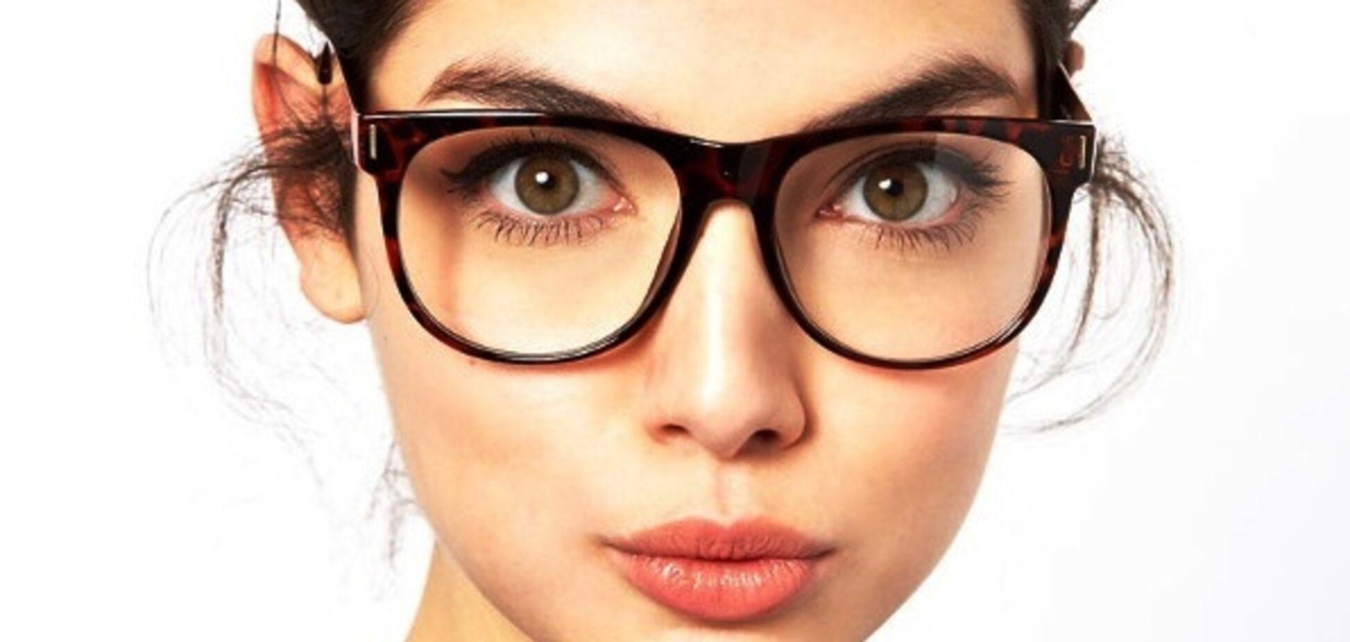 Очки или линзы: что лучше выбрать