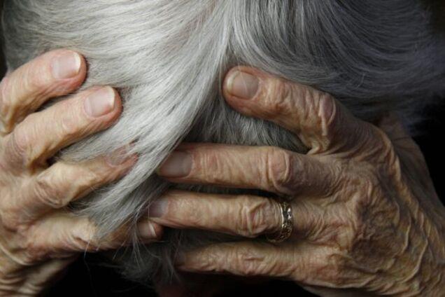 Подросток изнасиловал пенсионерку