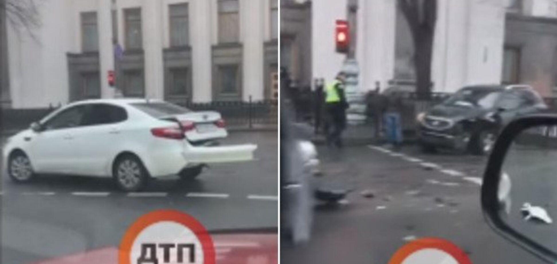 В Киеве возле Рады произошлотройное ДТП с пострадавшими