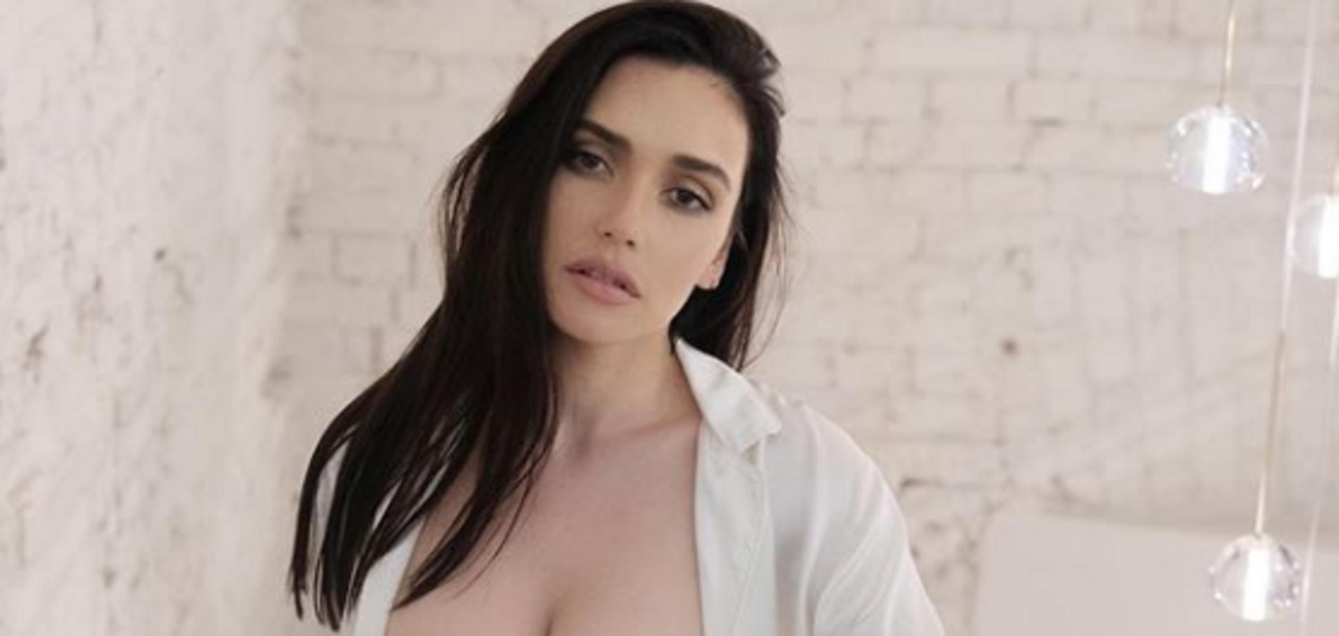 Російська співачка показала голі сідниці на фото: гарячий кадр