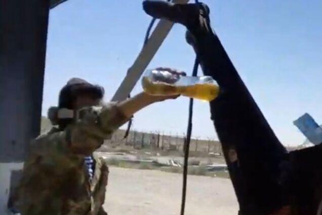 Отрезали голову, руки и сожгли: военные Путина зверски убили человека и сняли на видео