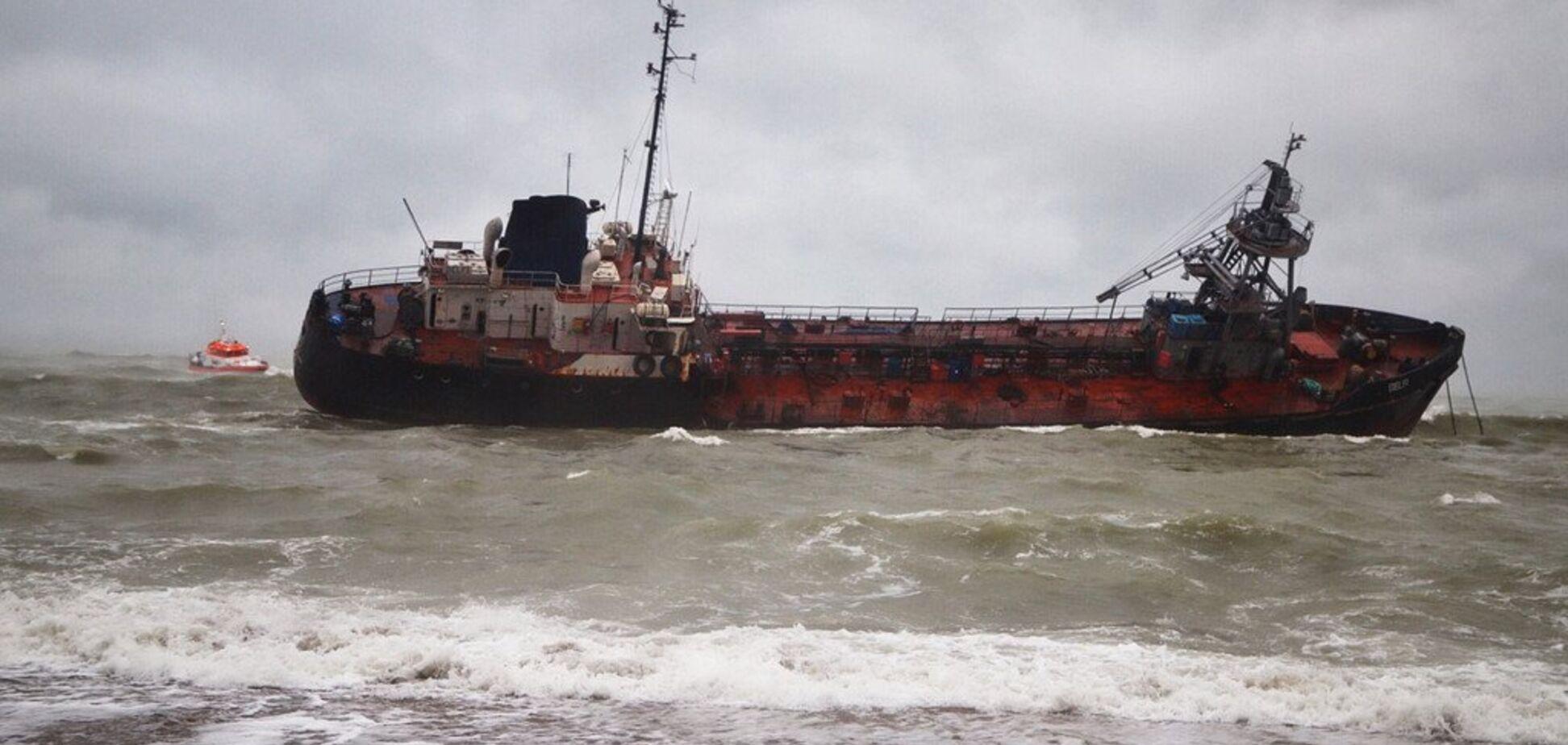 Відмовилися залишити корабель: сплив скандальний нюанс про танкер 'Делфі' в Одесі