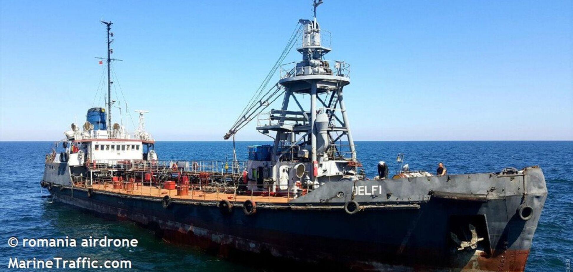 Сорвало с якоря: в Одессе судно попало в страшную ловушку из-за шторма