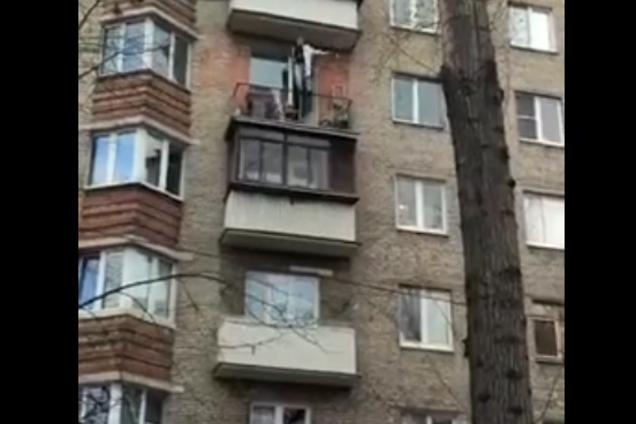 """""""Смотрите, как я летаю!"""" В Харькове засняли жуткое самоубийство"""