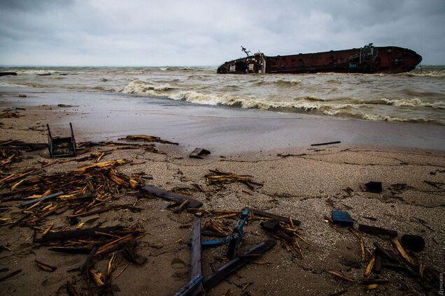 """Фото з місця аварії танкера """"Делфі"""""""