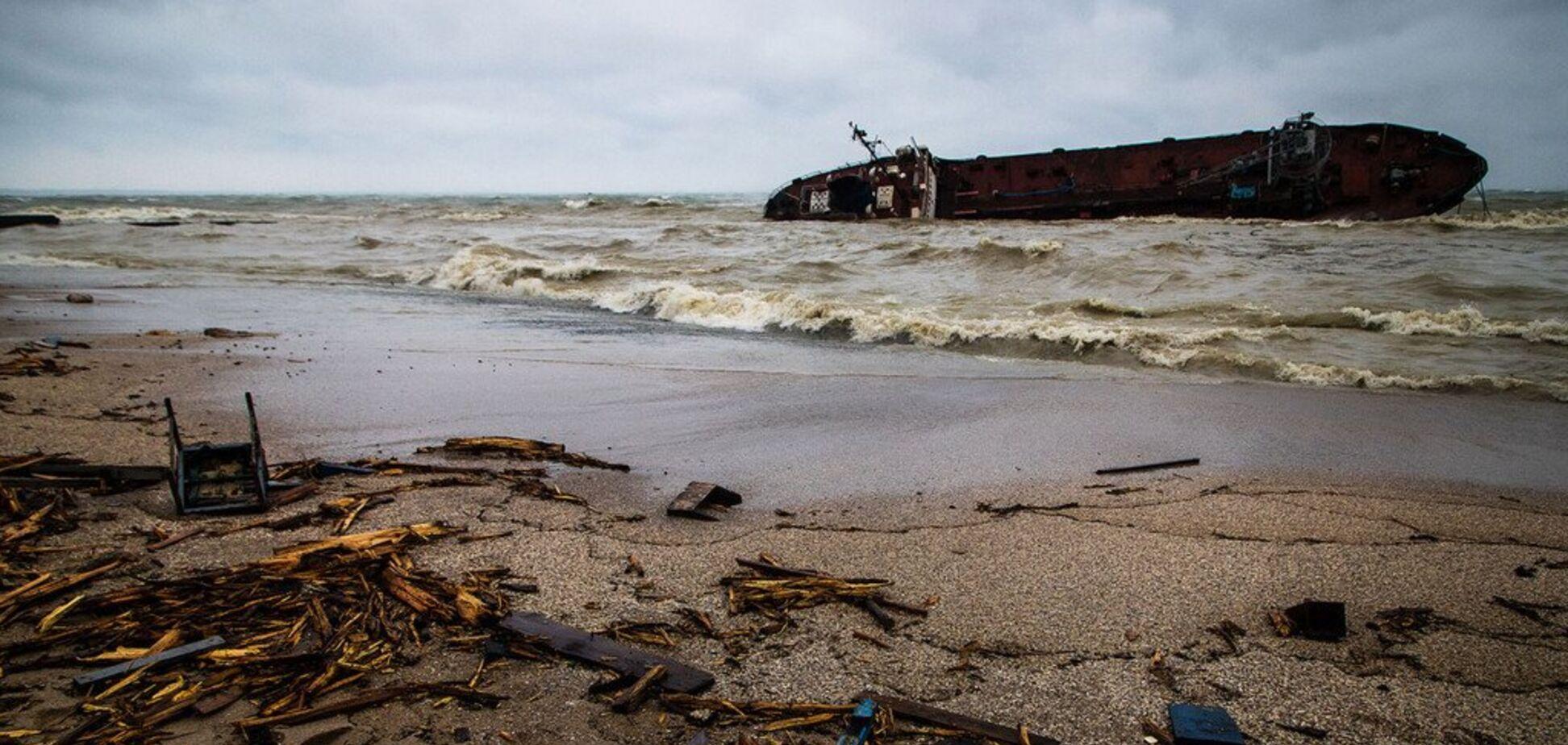 Фото з місця аварії танкера 'Делфі'