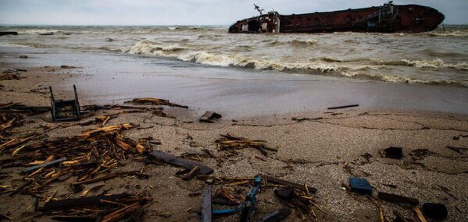 Кораблетроща танкера в Одесі: один моряк перебуває в лікарні