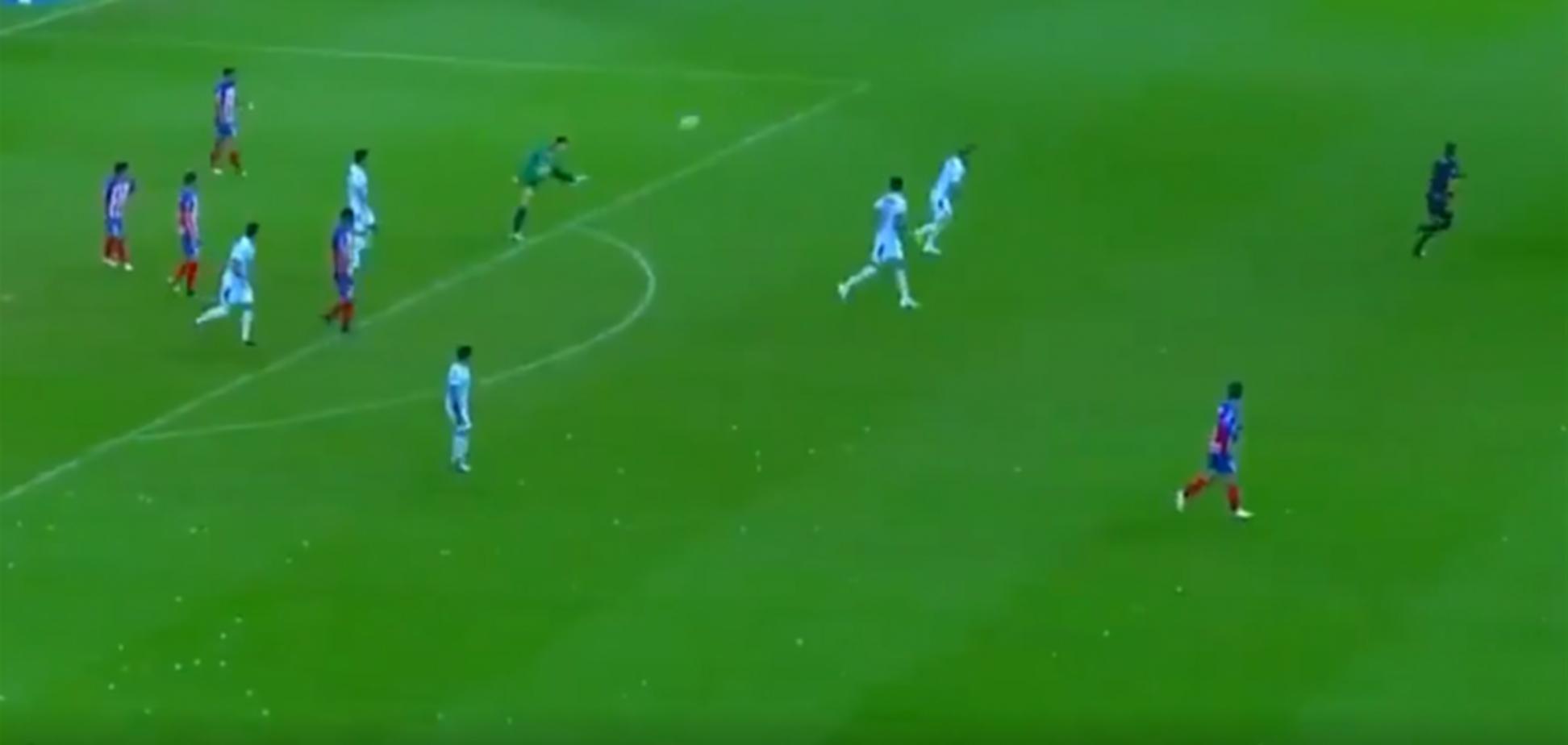 Вратарь забил сумасшедший гол ударом через все поле
