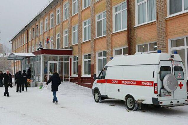 В российской школе девочка провалилась под пол
