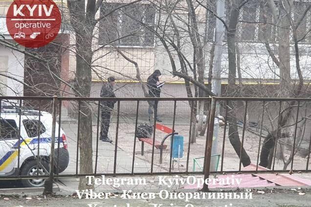 У Києві знайшли труп напівголого чоловіка