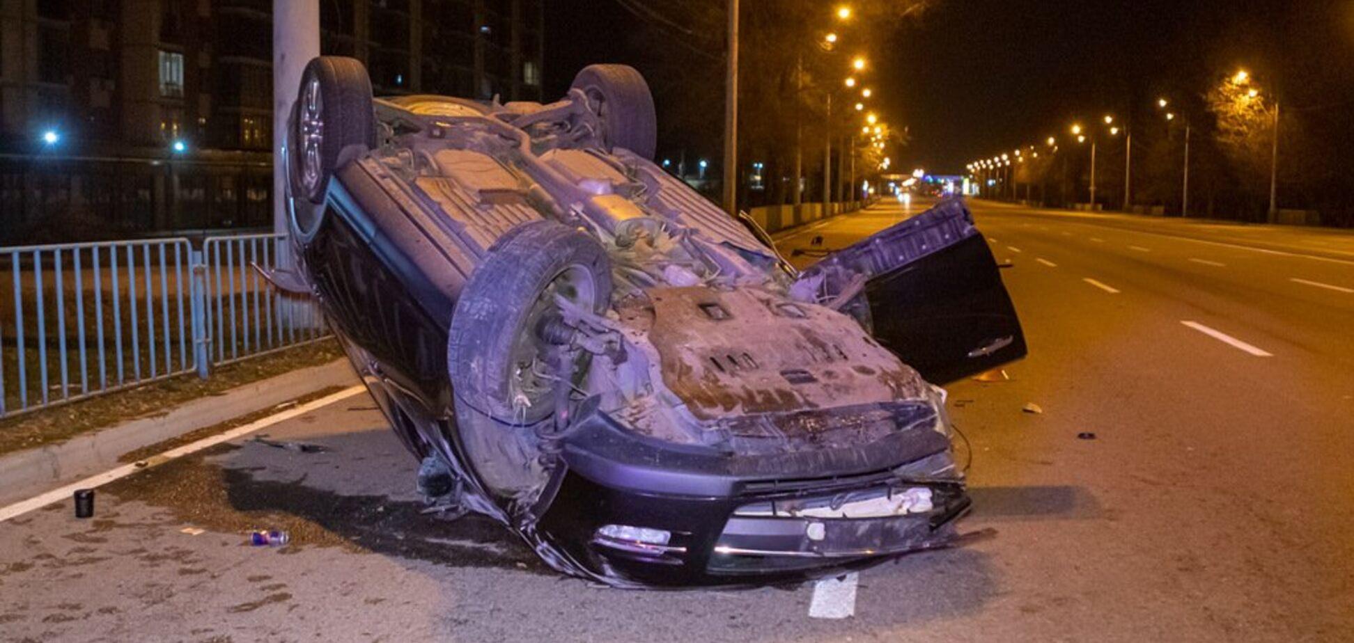 Повело на узбіччя: в Дніпрі сталася страшна ДТП з переворотом. Фото