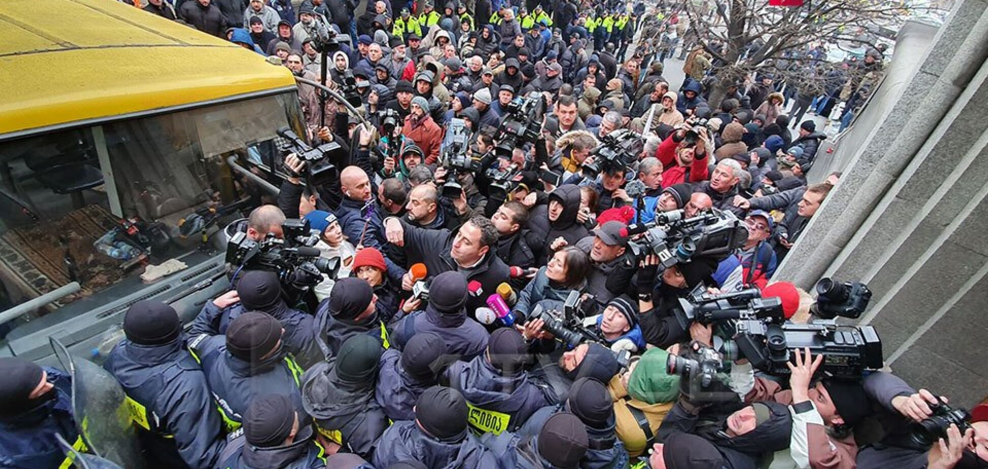 У Тбілісі масовий протест розігнали водометами: фото і відео