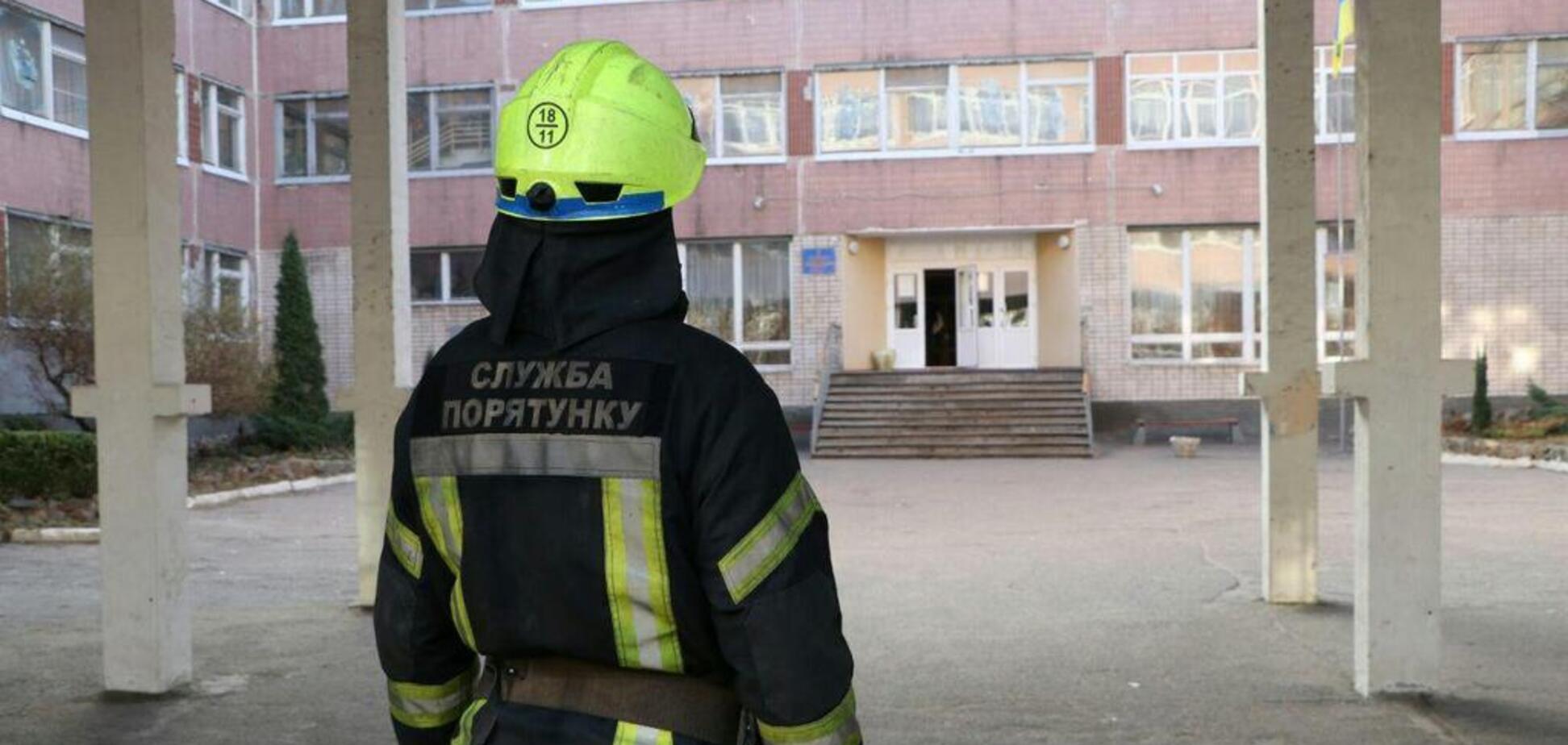 У Дніпрі поліція шукає вибухівку в трьох школах
