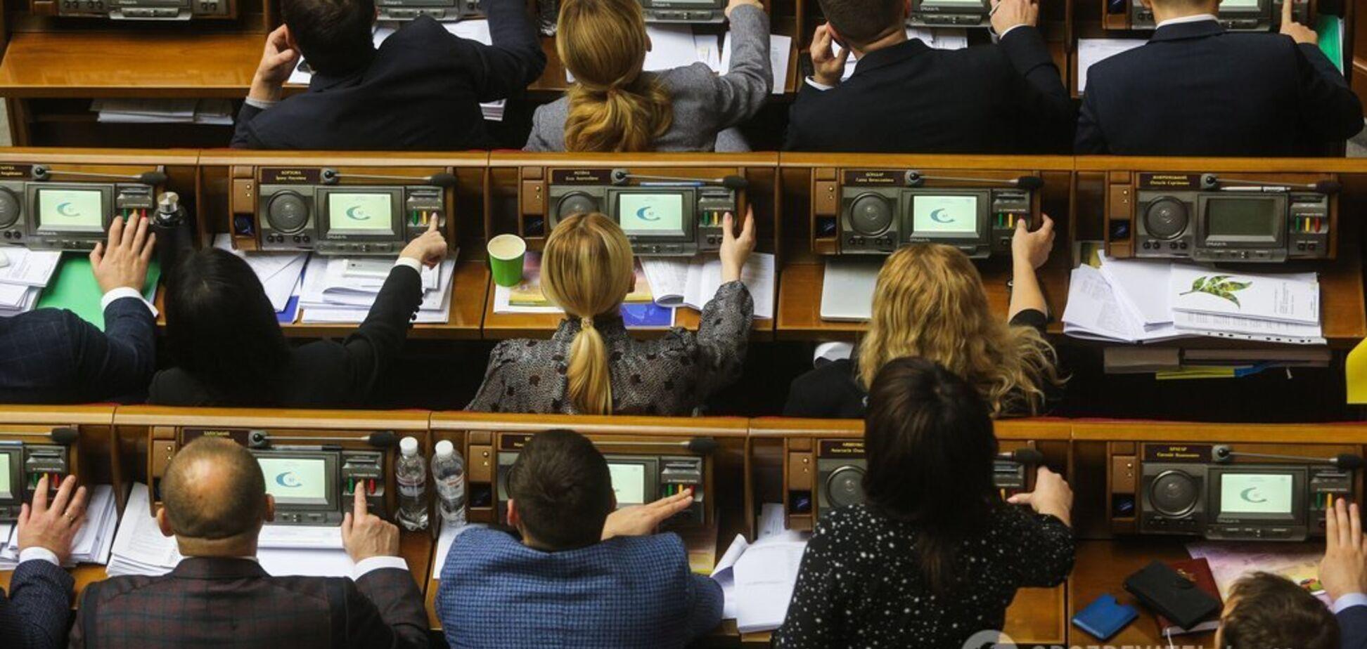 Висока зарплата й безкоштовне лікування: стало відомо, скільки коштує утримання депутатів