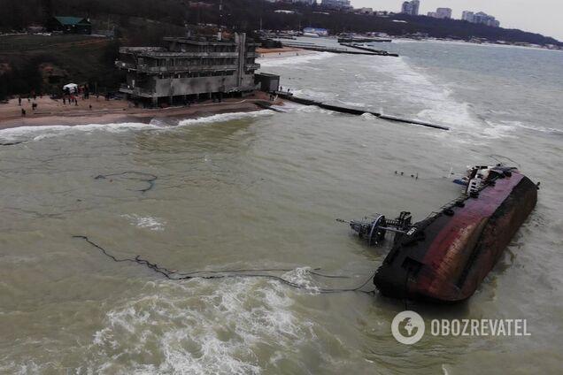 Власти Одессы признали фиаско в борьбе с затонувшим танкером