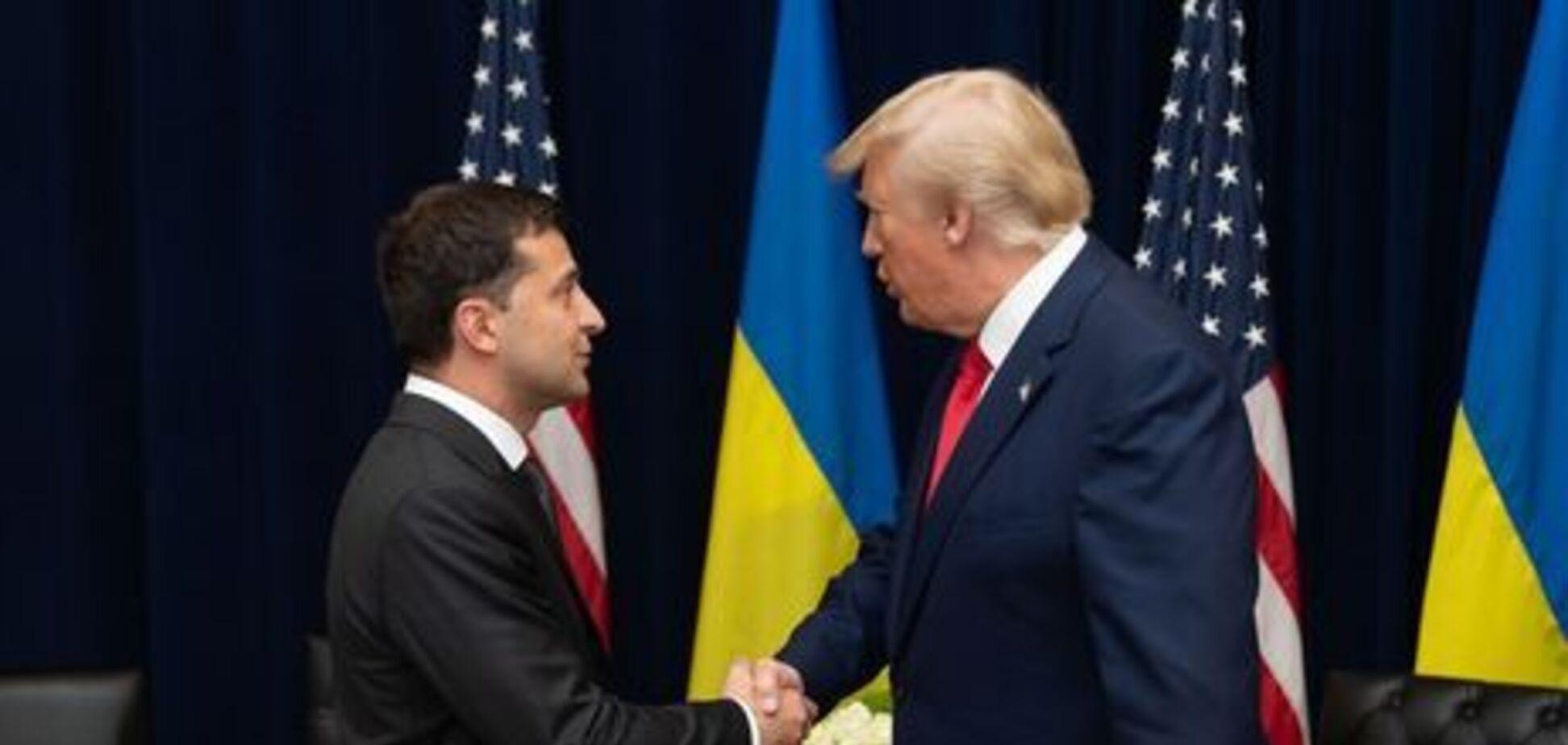 Трамп заморозил помощь Украине после разговора с Зеленским: новые подробности