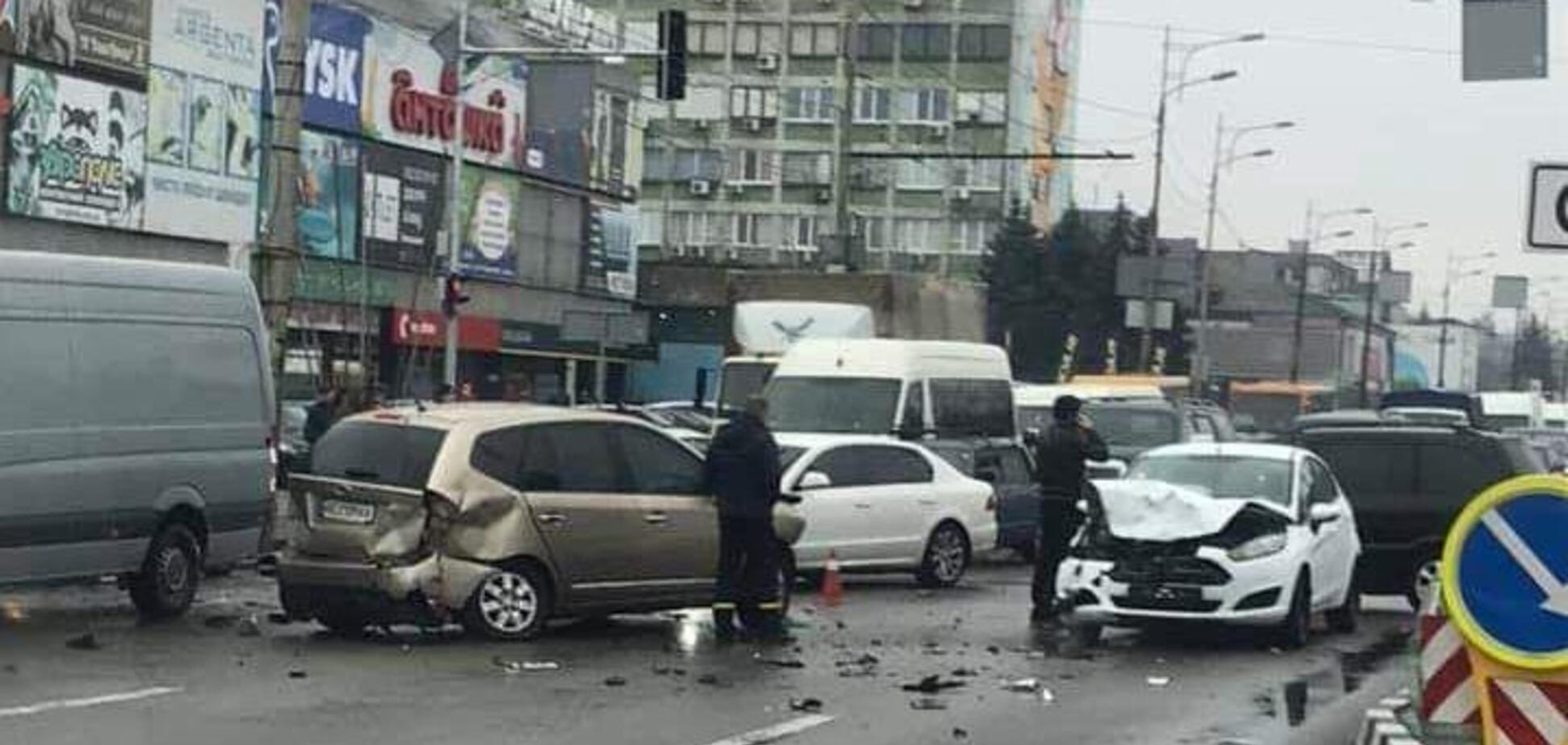В Днепре масштабная авария остановила целый проспект: фото и видео