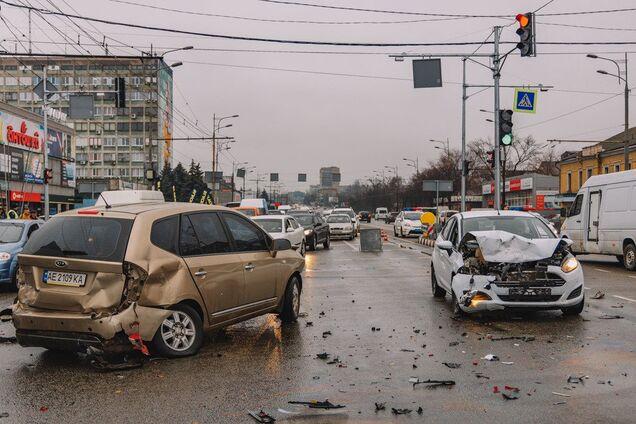 На Слобожанському проспекті в Дніпрі зіткнулися чотири машини