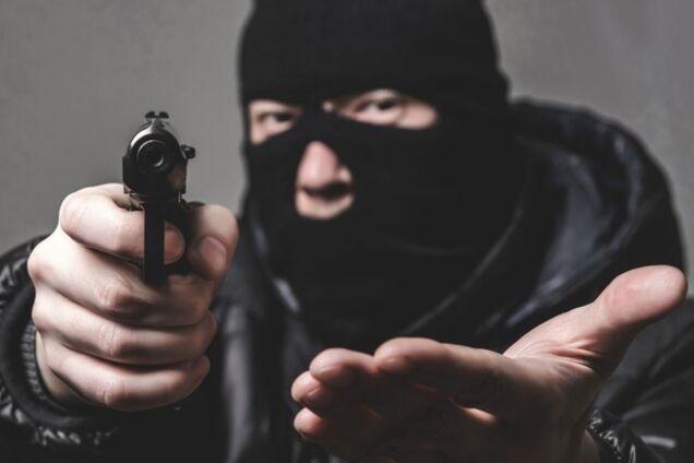 Двом іноземцям загрожує в'язниця за озброєне пограбування у Дніпрі (ілюстрація)