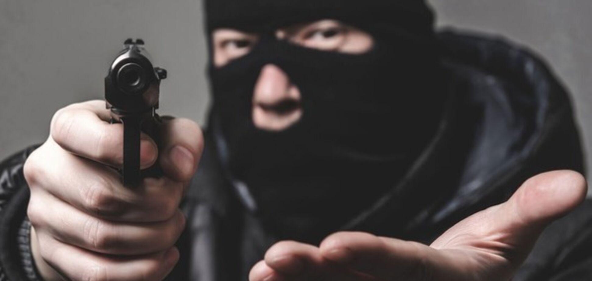 Двум иностранцам грозит тюрьма за вооруженный грабеж в Днепре