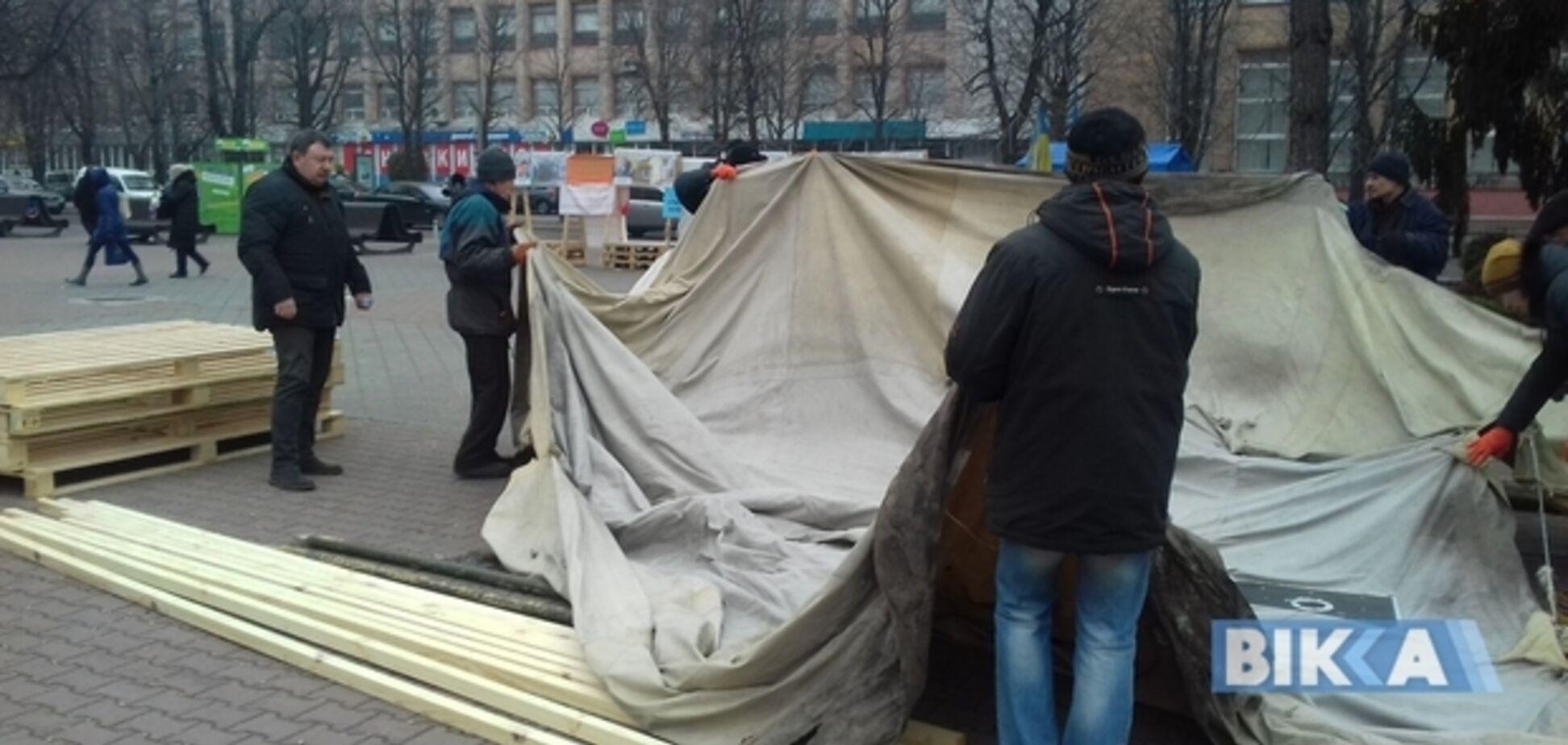 Возле Черкасской мэрии начался тарифный майдан: фото и видео