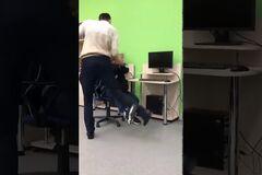 У Росії школяр влаштував бійку з учителем: відео потрапило в мережу