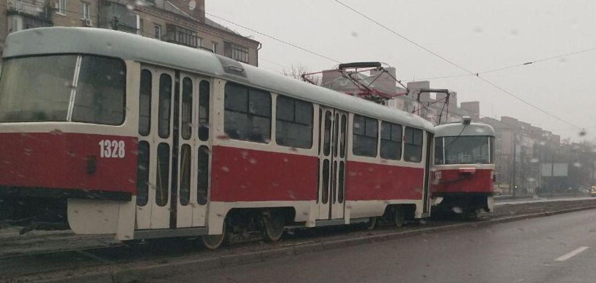 В Днепре трамвай устроил ЧП на дороге. Источник: Фото очевидца