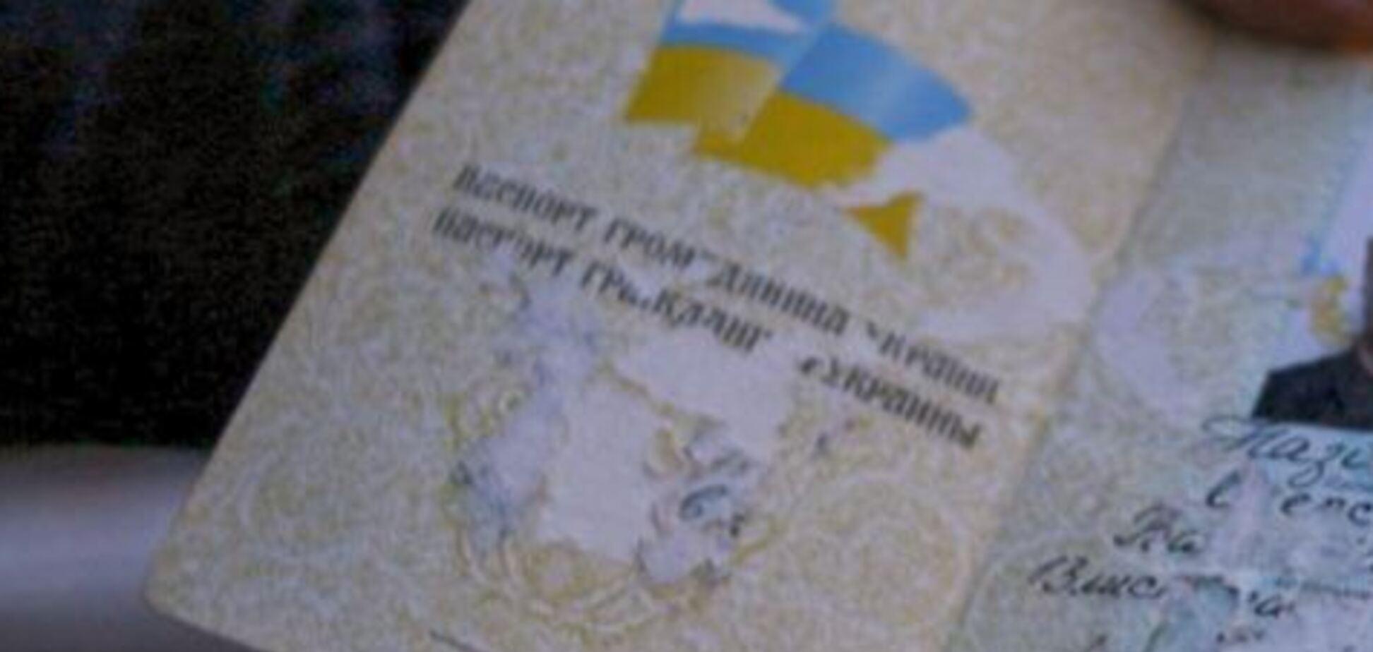 Склеїли паспорт: окупанти пішли на підлу провокацію в Криму