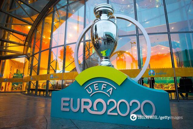 Кубок чемпионата Европы, который вручается победителям с первого ЧЕ в 1960 году