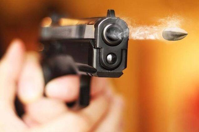 В Новомосковске мужчина учинил стрельбу в магазине