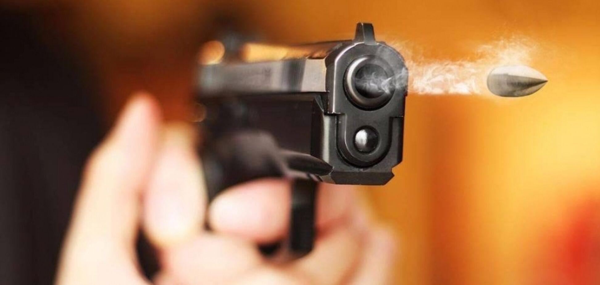 Под Днепром ссора в магазине окончилась стрельбой: есть пострадавший