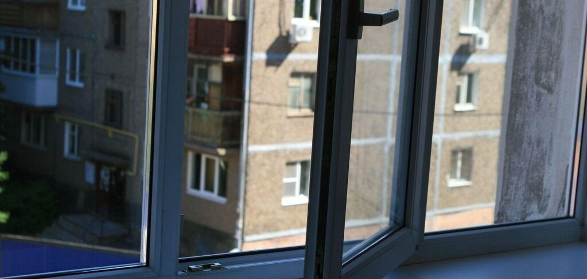 Выпала из окна девятого этажа: в Черкассах погибла бабушка