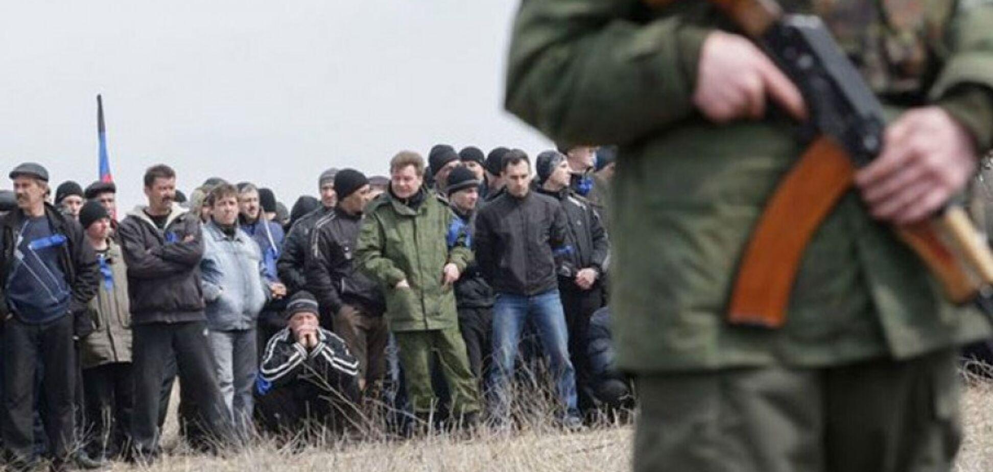 Массово заезжают люди без гражданства: разведка узнала о беспределе в ОРДЛО