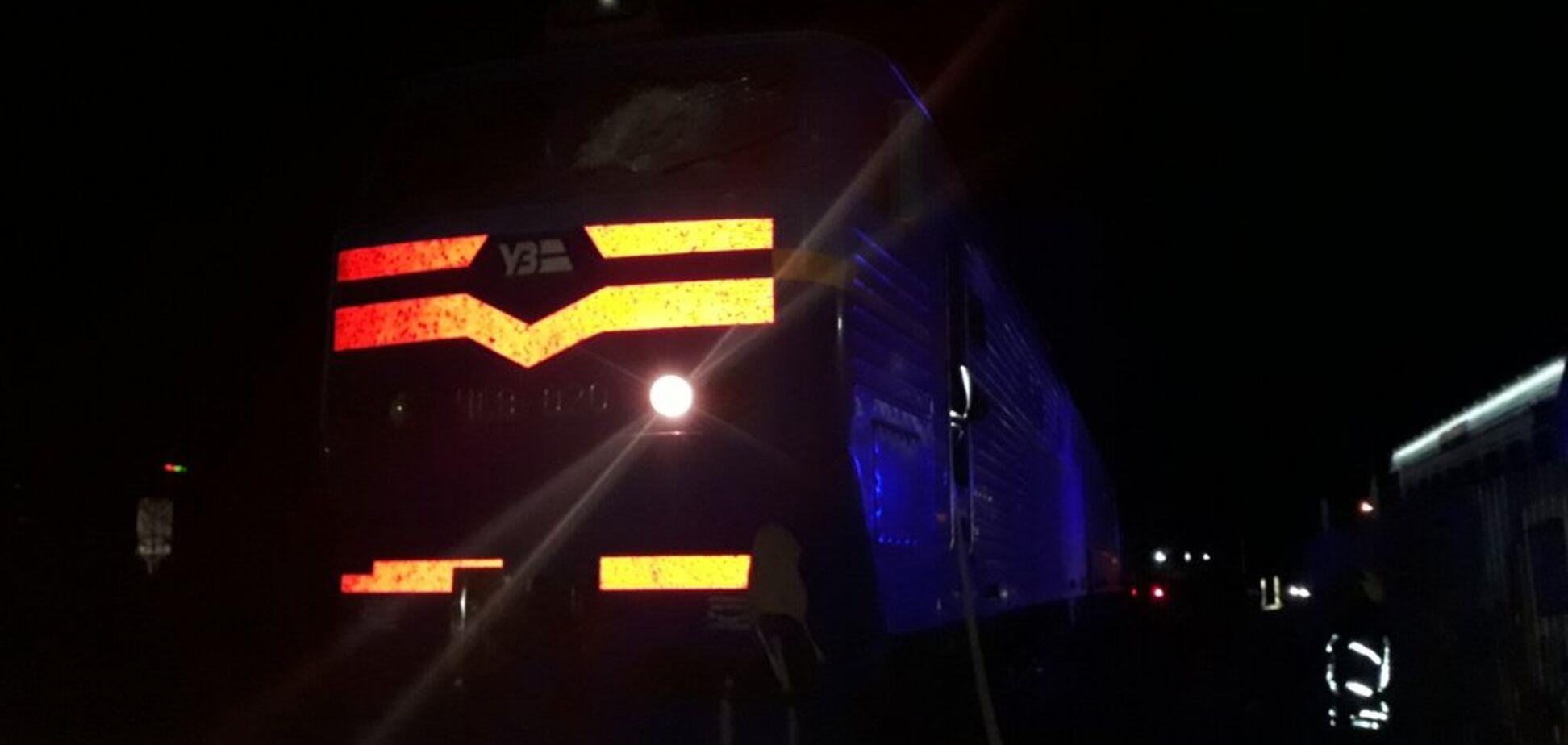 Під Києвом загорівся пасажирський потяг