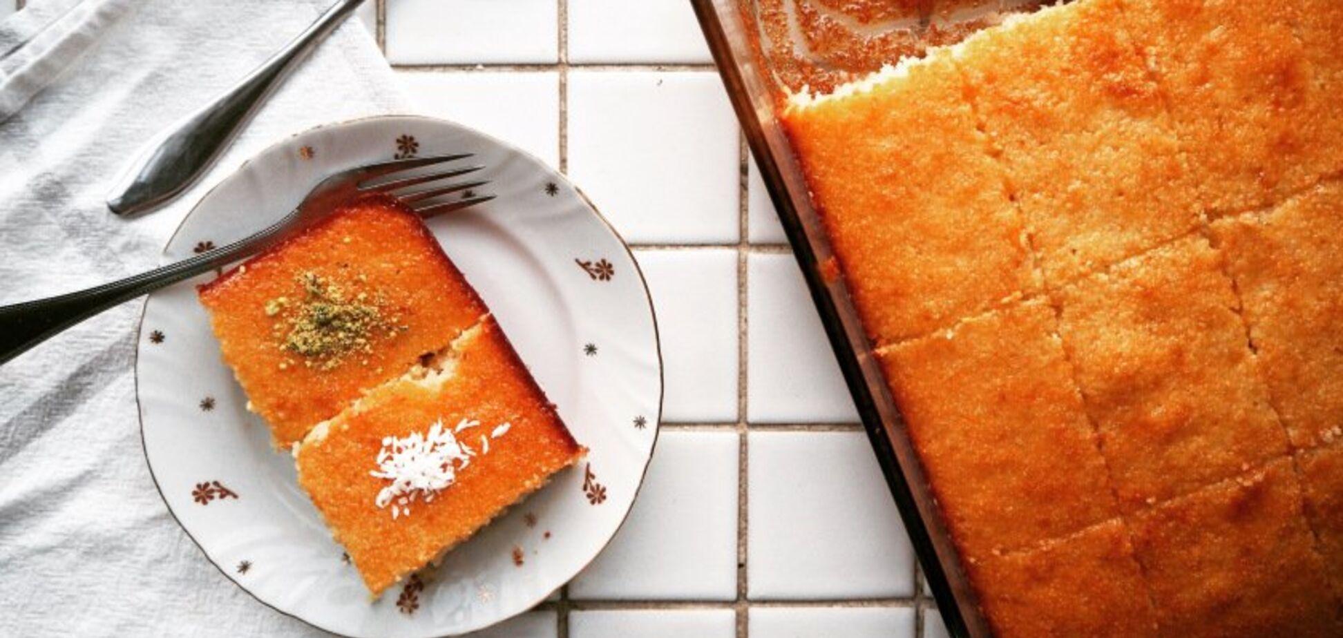 Рецепт казкового десерту: соковитий манник на кефірі